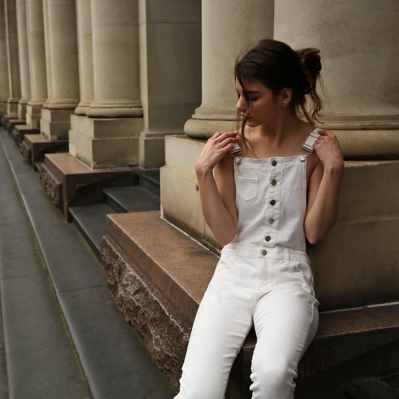 Come abbinare bene i pantaloni bianchi in estate