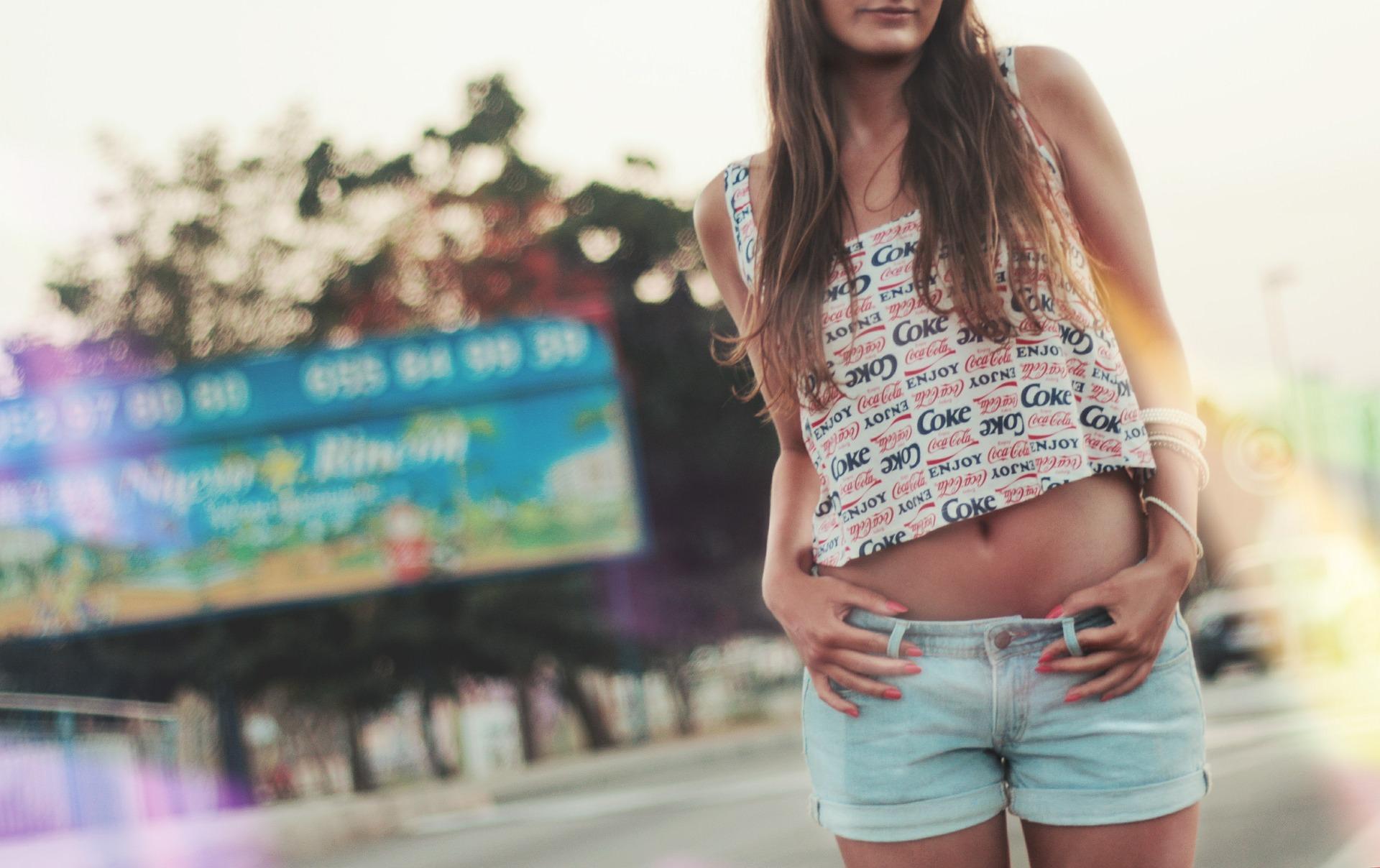 Come indossare le magliette divertenti ? Alcuni consigli di stile per realizzare outfit giornalieri estivi